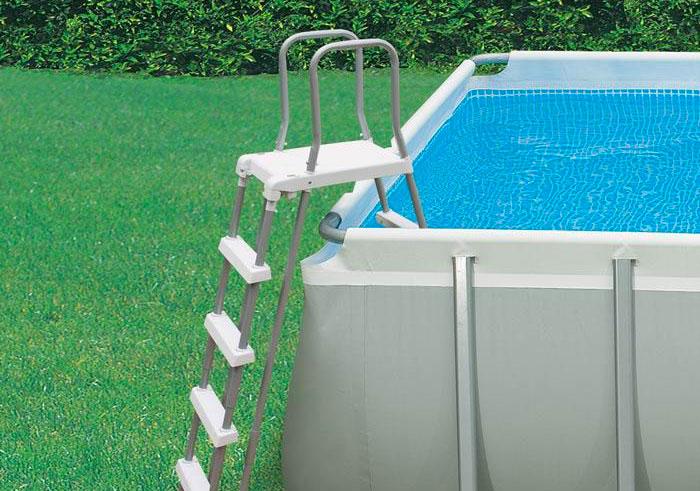 piscina fuori terra scaletta